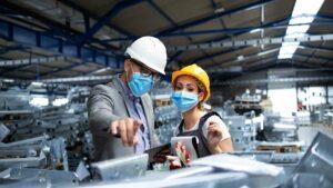 Atividade e emprego industrial recuam em 2020, ano de pandemia, mas faturamento sobe